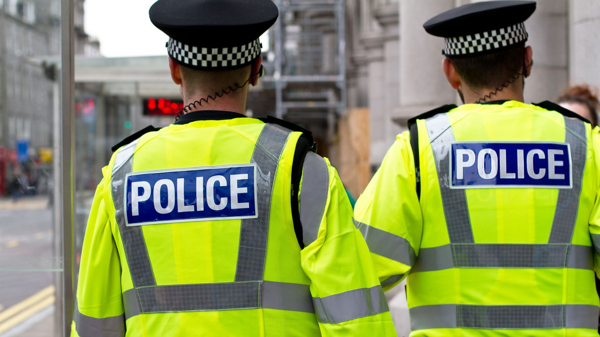 Затвориха улици до Британския парламент заради подозрително МПС, няма опасност (обновена)
