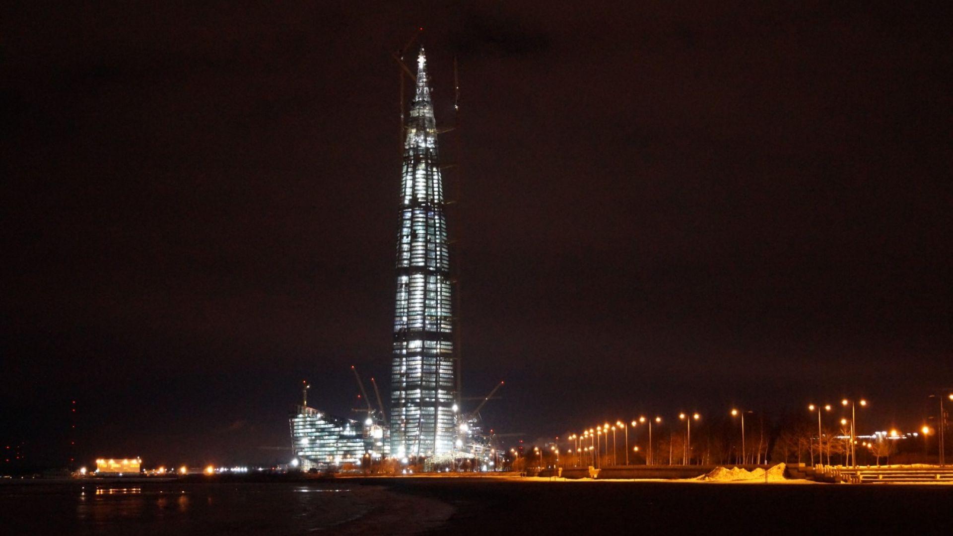 Мълния удари най-високата сграда в Европа