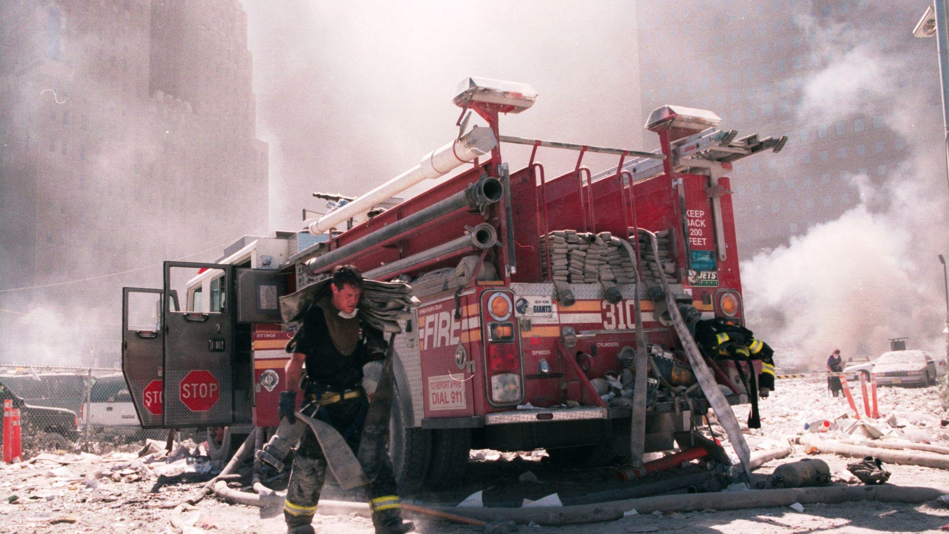 Стотици спасители помагаха на хората след ударите