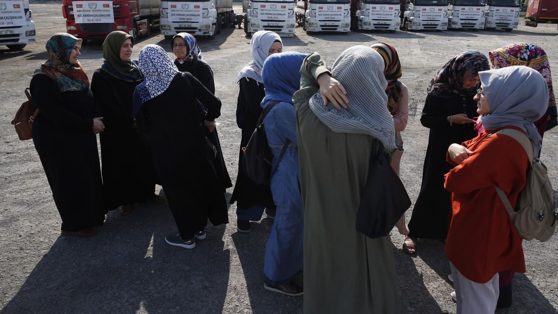 Над 30 000 души са избягали от домовете си в