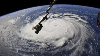 Три урагана наближават Източното крайбрежие на САЩ