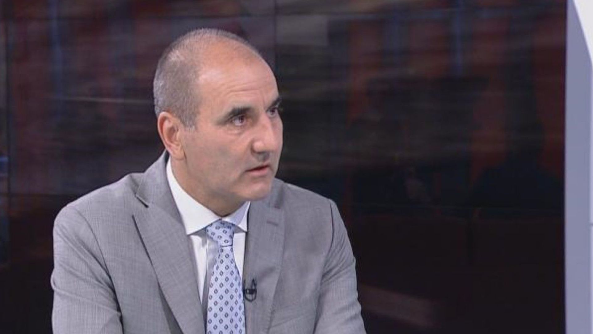 Цветанов: Депутатите на ГЕРБ ще гласуват за трите министерски оставки