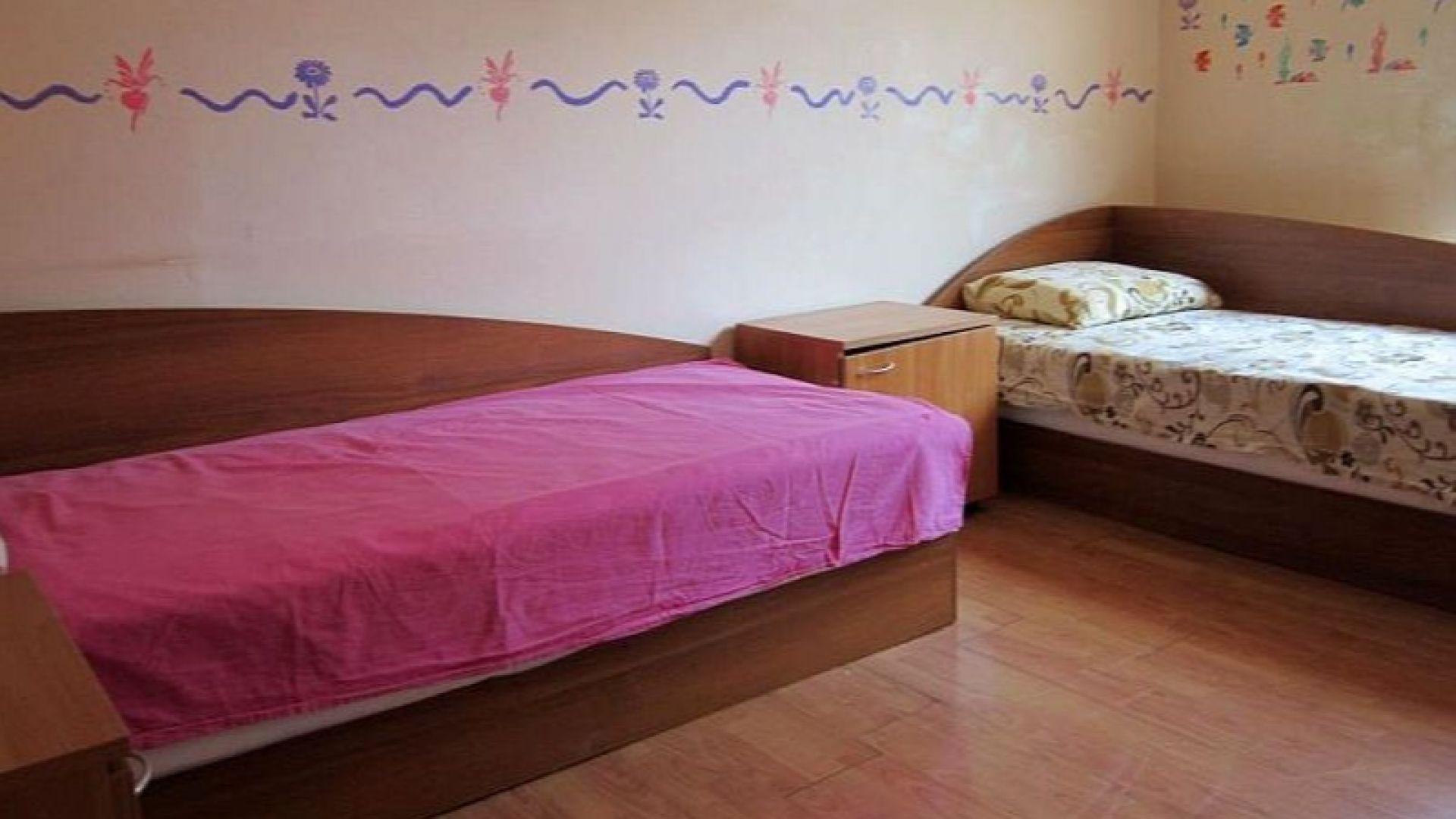 """Децата от """"розовата къща"""" с нови легла"""
