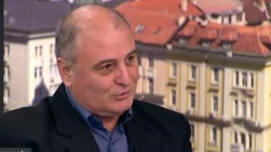 Проф. Радулов: Издигането на Маринов за министър е абсурд