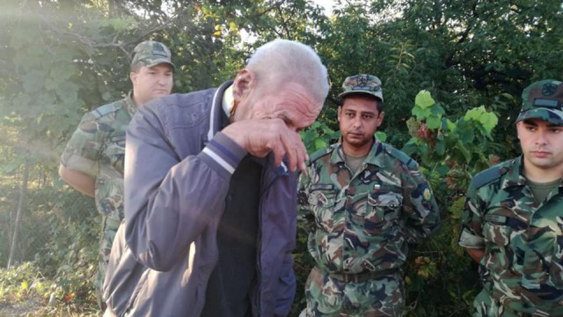 Дядо Георги благодари на военните, които го спасиха от пожар