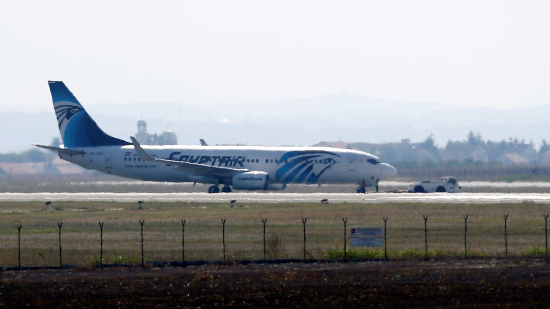 Арестуваха закъснял пътник, гонил самолет по пистата