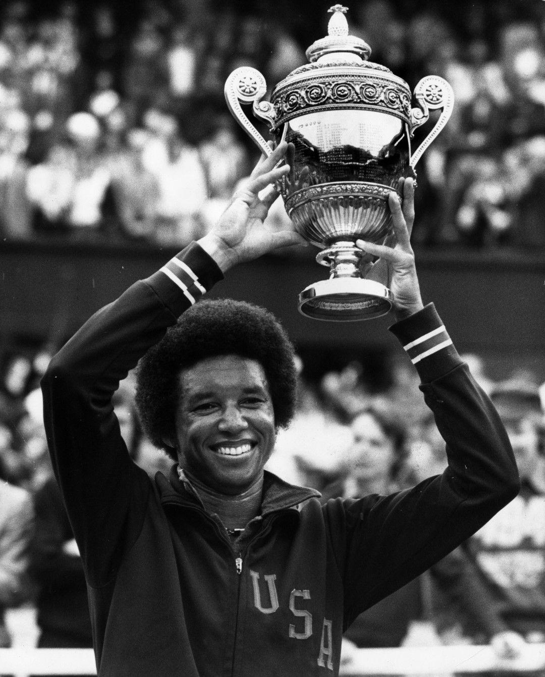 При мъжете първият голям тъмнокож шампион е Артър Аш, превърнал се в знаме на битката за равенство между расите в тениса. Днес на него е кръстен централния стадион в комплекса Флашинг Медоус, където се провежда US Open.
