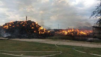 Огромен пожар в Пазарджик, горя бившето ДЗС (видео)