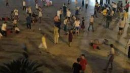 Рецидивист се вряза с кола в хора на площад в Китай, уби трима