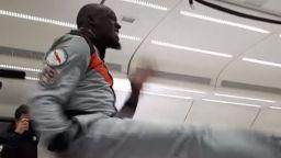 Юсеин Болт спринтира и пи шампанско при нулева гравитация