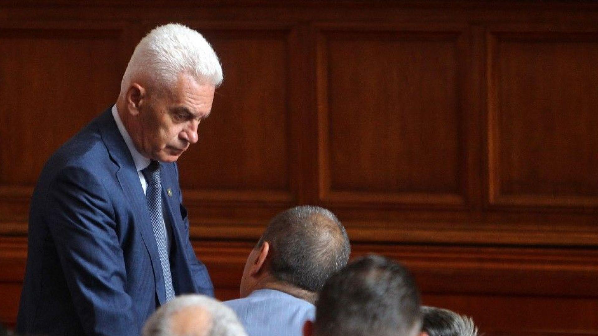 Сидеров: Президентът да каже защо не подписва указа за Маринов