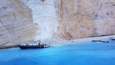 Скали се срутиха на прочут плаж със стотици туристи на остров Закинтос