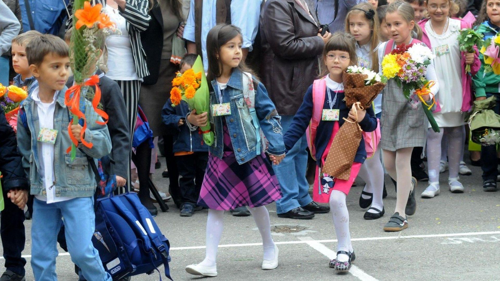Около 60 000 първокласници ще прекрачат училищния праг