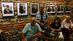 Образът на дядо Добри оживява в снимките на български фотографи