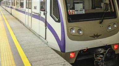 Изстрел стресна пътуващите в метрото в София, газов пистолет изпадна от младеж