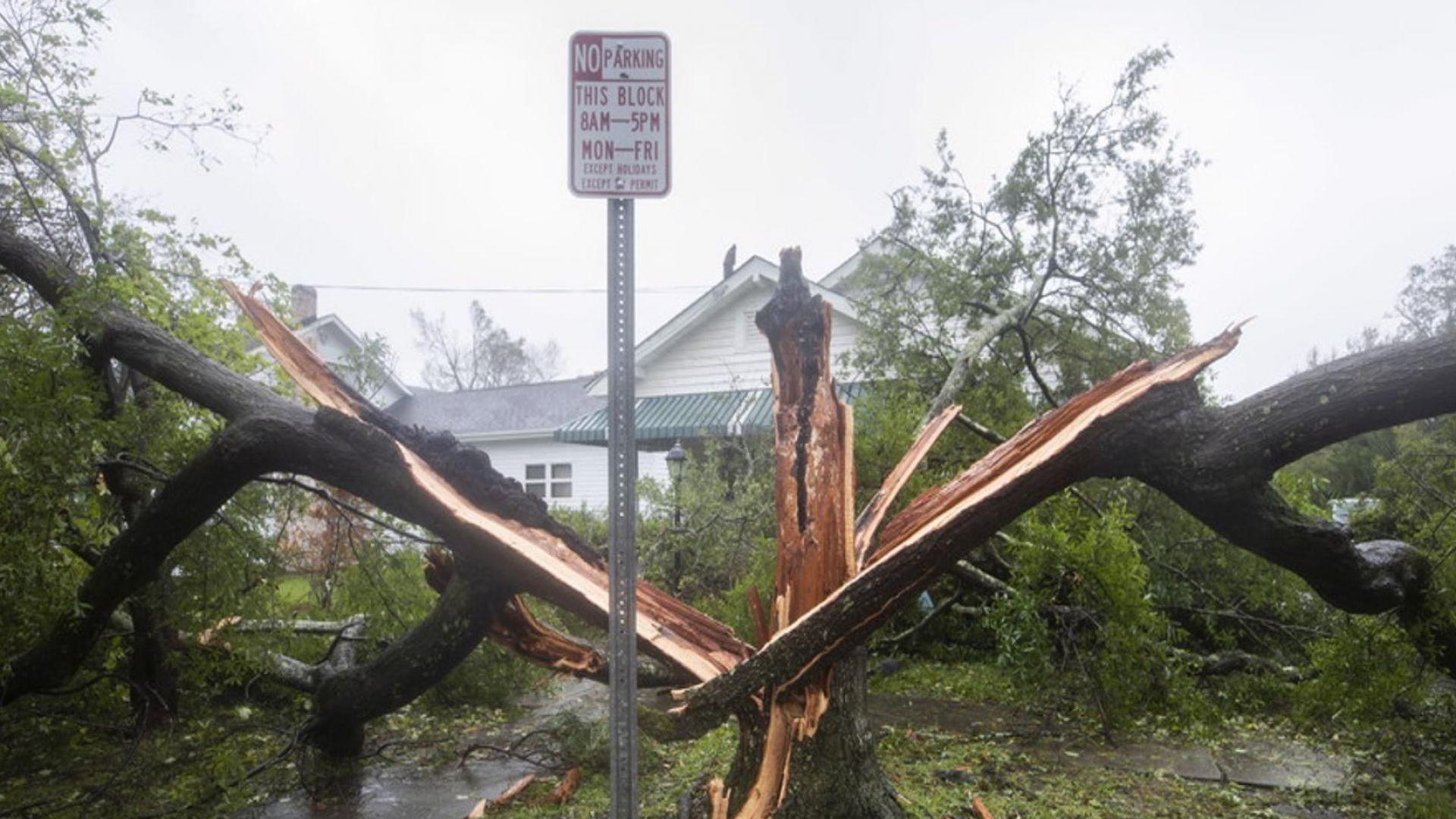 """Стихията """"Флорънс"""" продължава с порои и наводнения"""