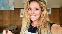 Млада и красива учителка разобличи системата