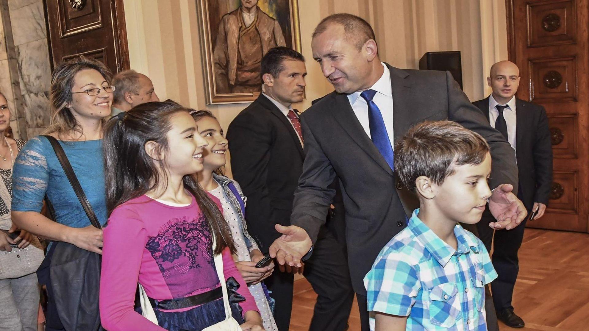 Румен Радев прие първите си гости в Гербовата зала