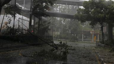 Тайфун разтърси небостъргачи и взе десетки жертви