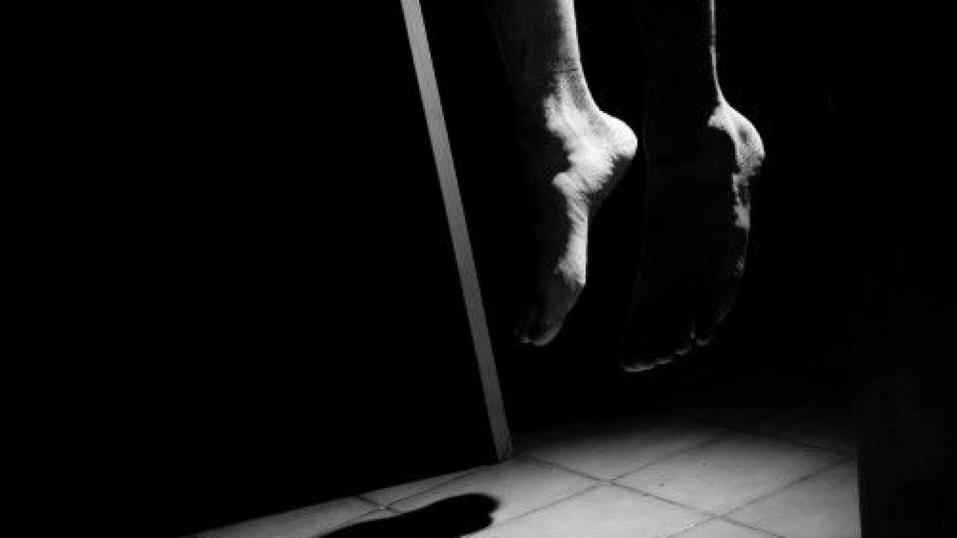 Крадла увисна на бесилото в тоалетната на Врачанския затвор