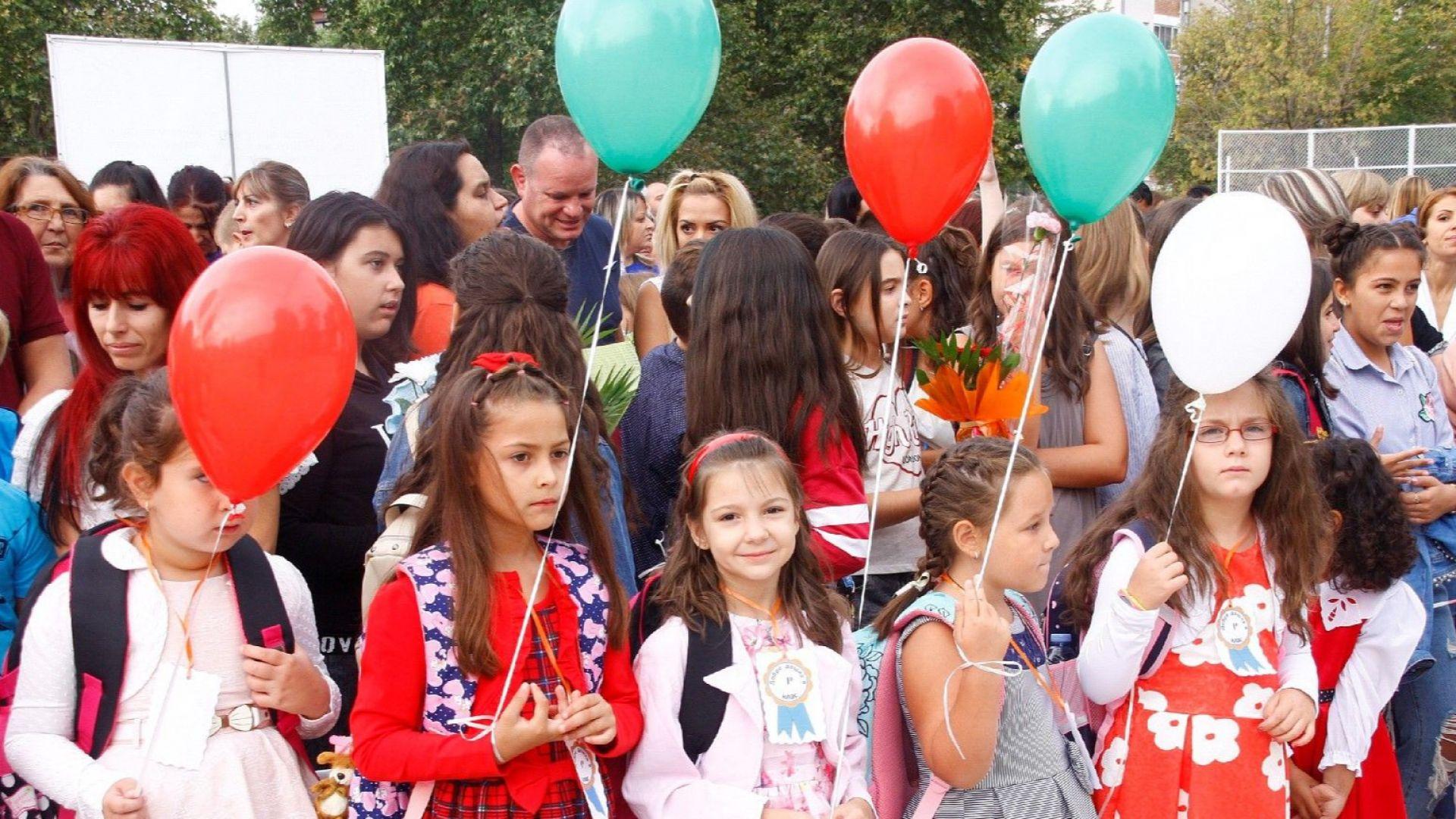 Манолова: Най-големият проблем е с обхвата на всички деца в училище