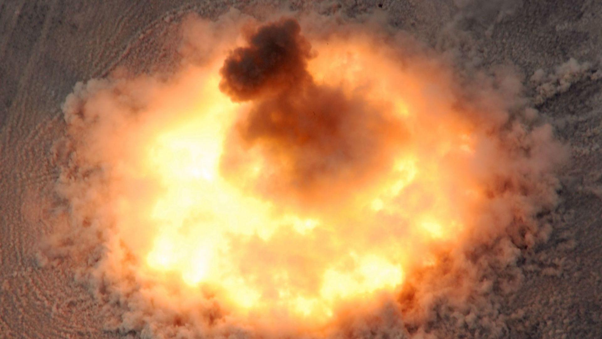 """Какво знаем за """"Бащата на всички бомби"""""""
