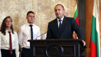 Президентът към учениците: Всичко правете с мисълта за България