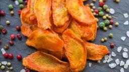 Как да приготвим вкусен печен чипс от моркови