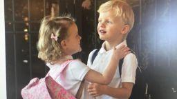 Вижте как кралските близнаци на Монако тръгнаха на училище
