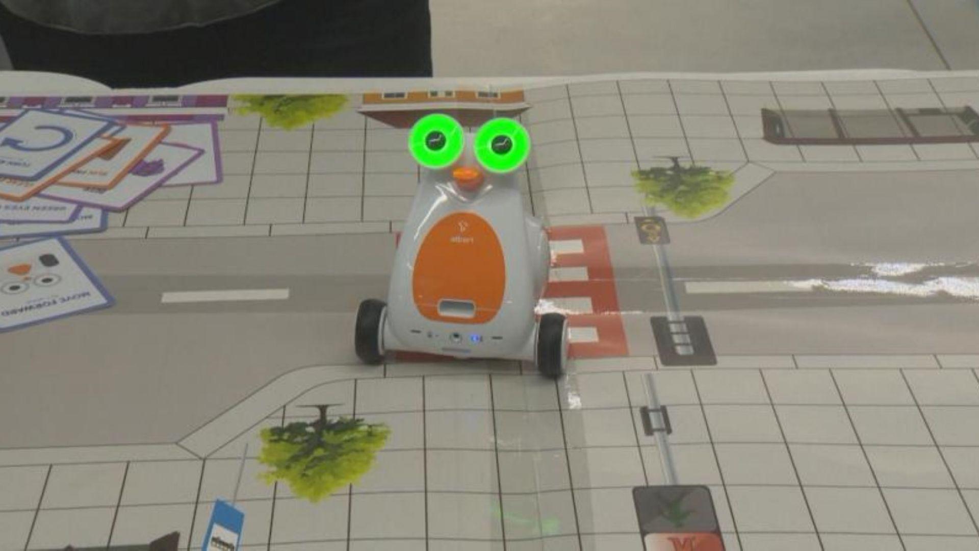 """Професор предлага обучение по """"Безопасност на движението"""" с роботи"""