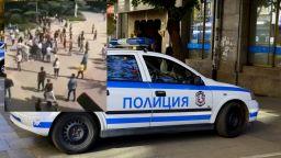 Протест в Казанлък заради масовия бой в първия учебен ден (видео)
