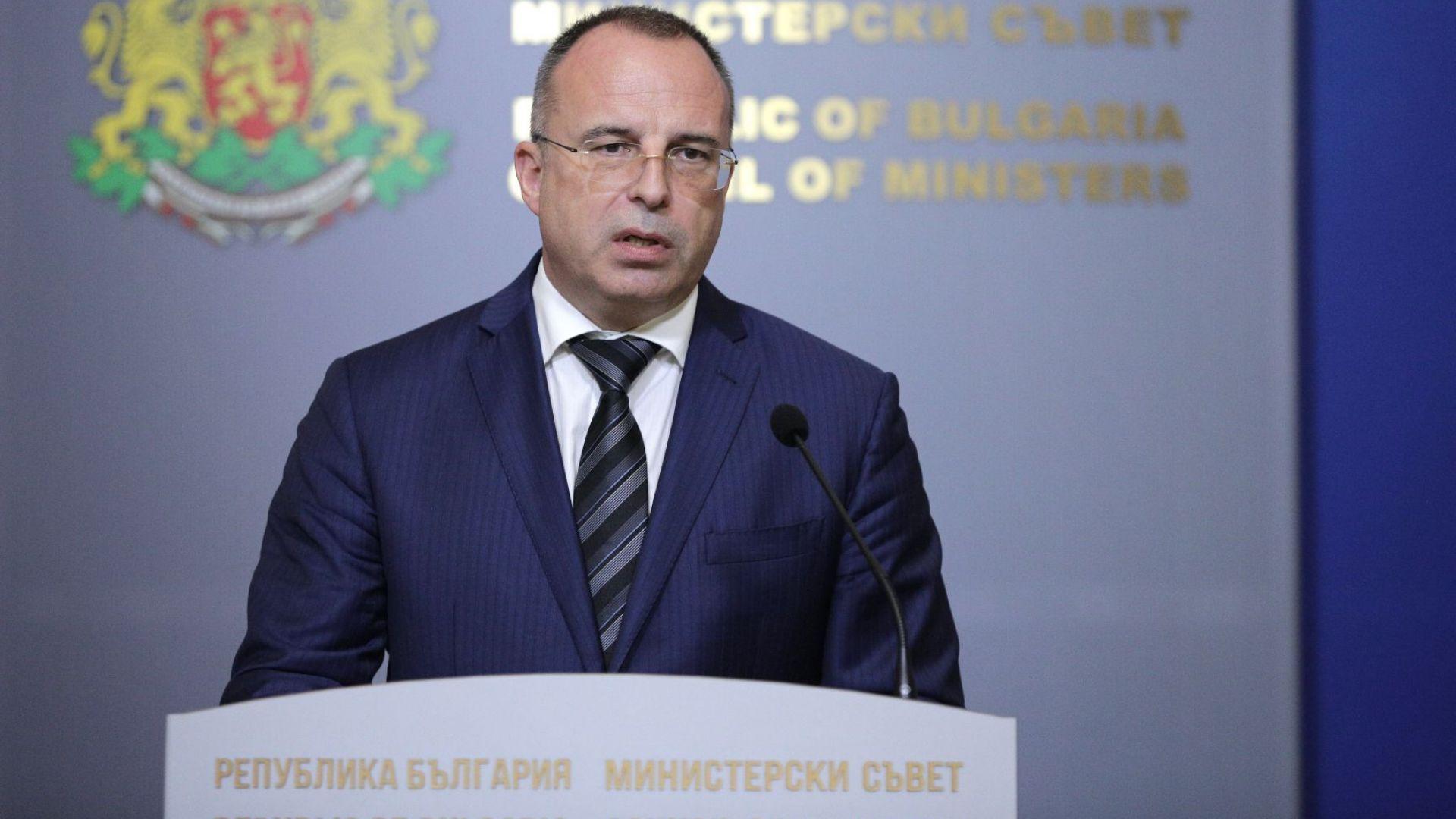 Министърът на земеделието Румен Порожанов депозира в петък заявление до