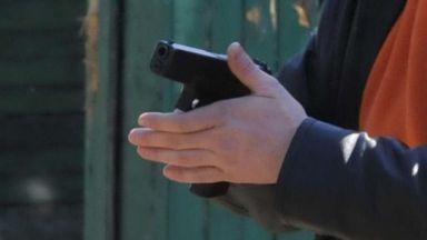 Мъж с каска нахлу в кабинета на бургаски психиатър и откри стрелба