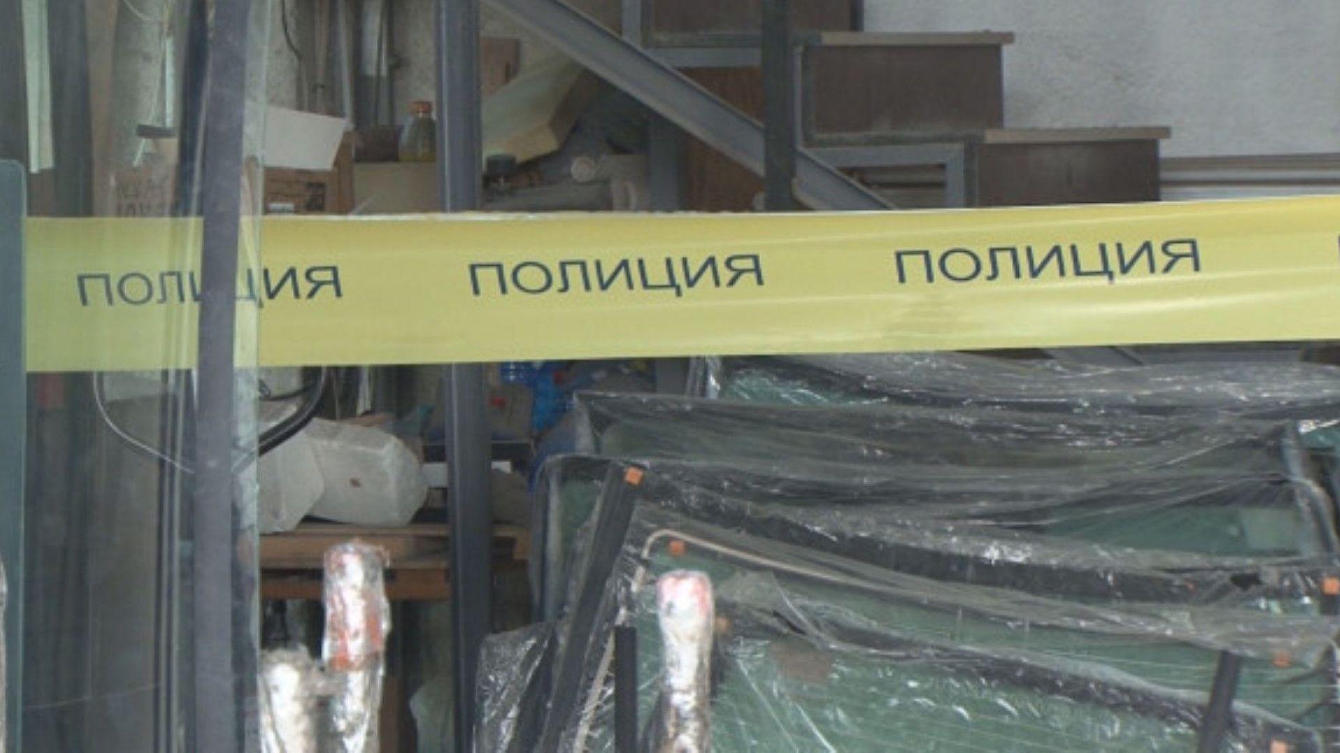 Товарен асансьор пропадна в Бургас, работници са ранени