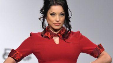 Роси Иванова и Славена Вътова дефилираха за Жени Живкова