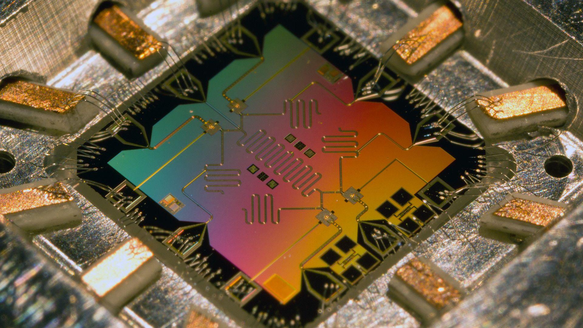 Оптичен чип ни доближава до квантовите изчисления