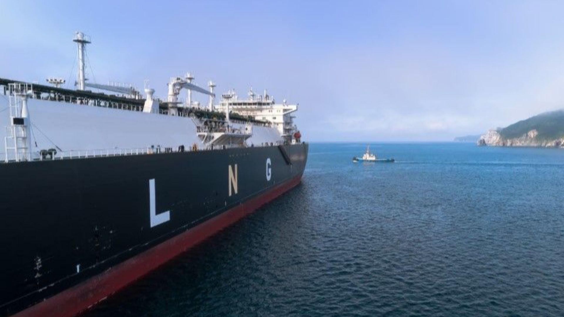 Гръцки танкер с хиляда тона мазут заседна тази сутрин близо