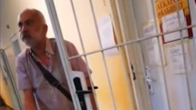 Пиян лекар преглежда пациенти в Хисаря  (видео)