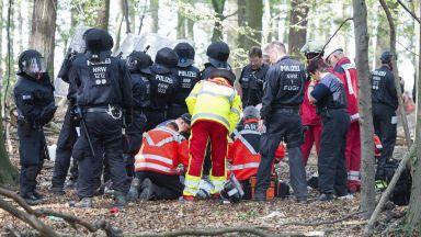Журналист загина по време на протест в гора край Кьолн