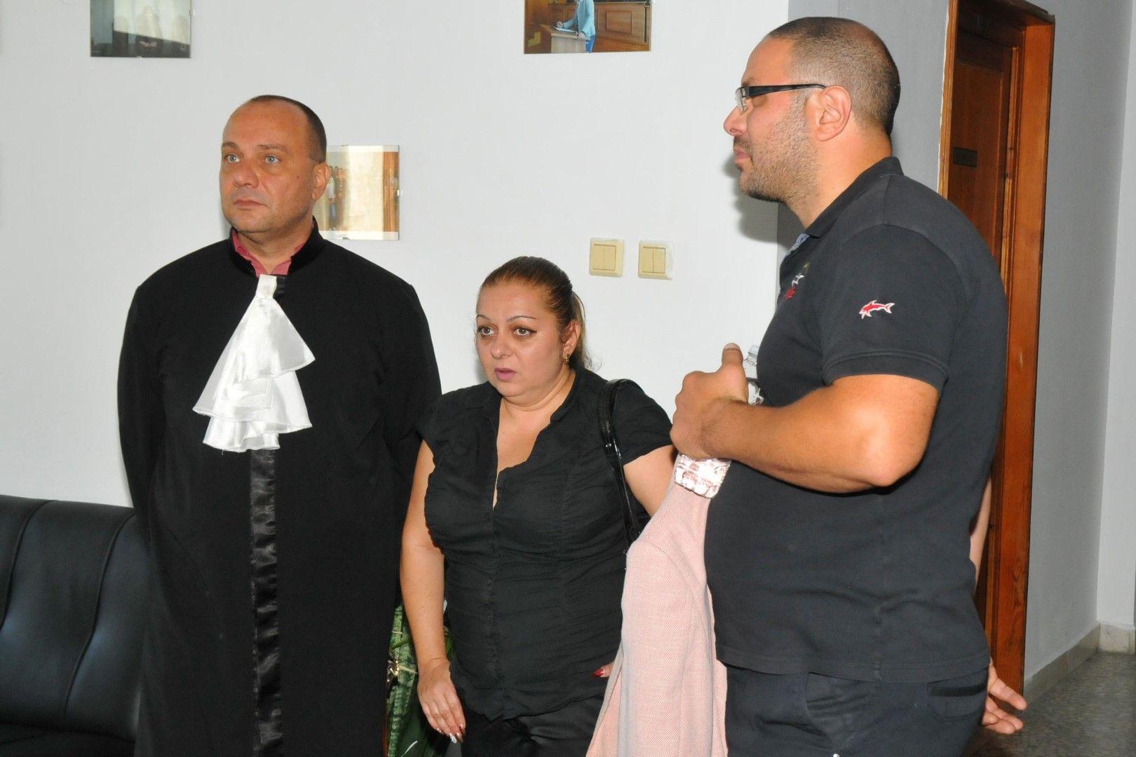 Родителите на Никол в съда