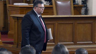 Цацаров: Забавянето на връщането на Цветан Василев е резултат от политическо влияние