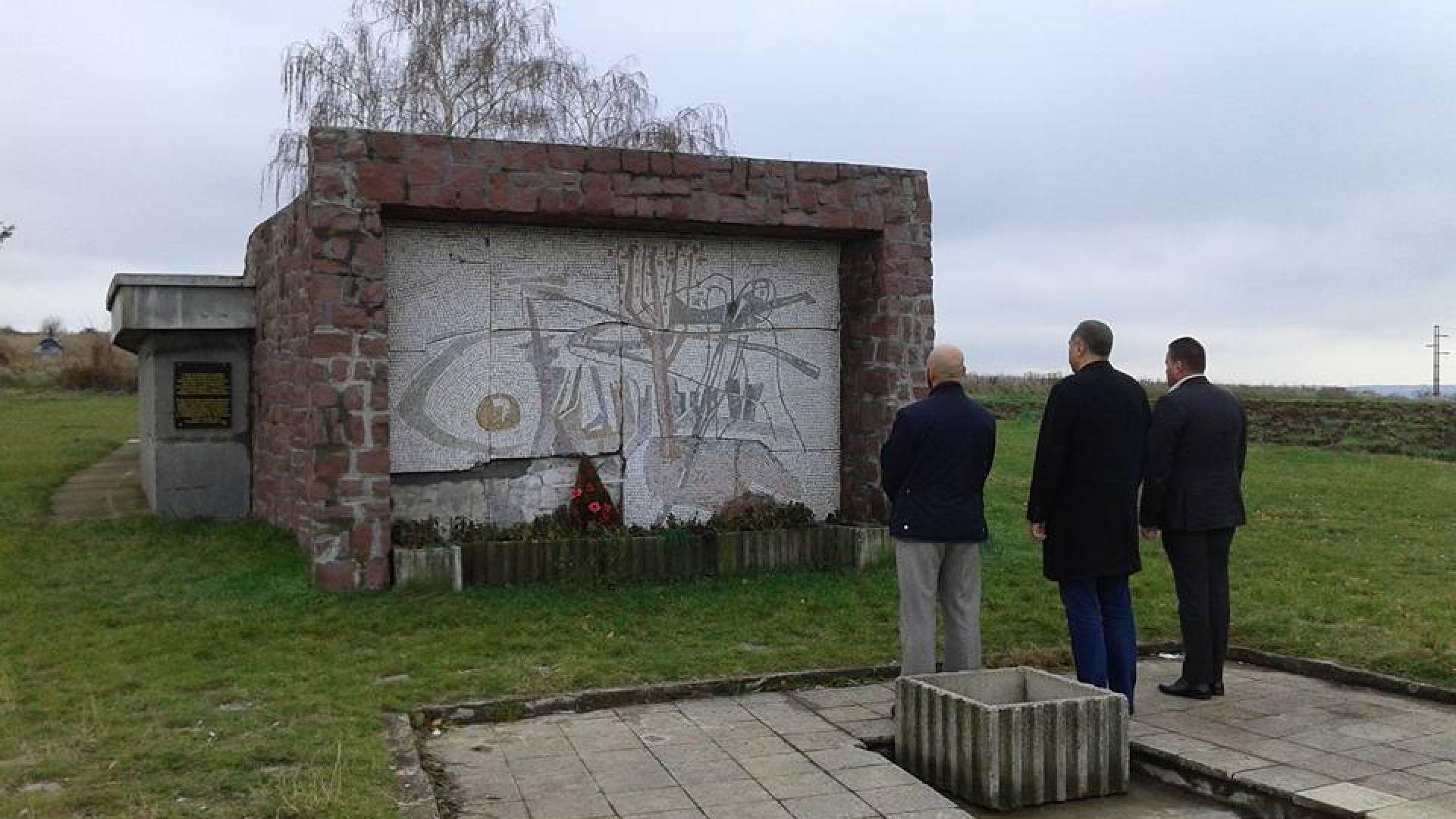 Българската костница в местността Ледена стена в Ниш е осквернена.