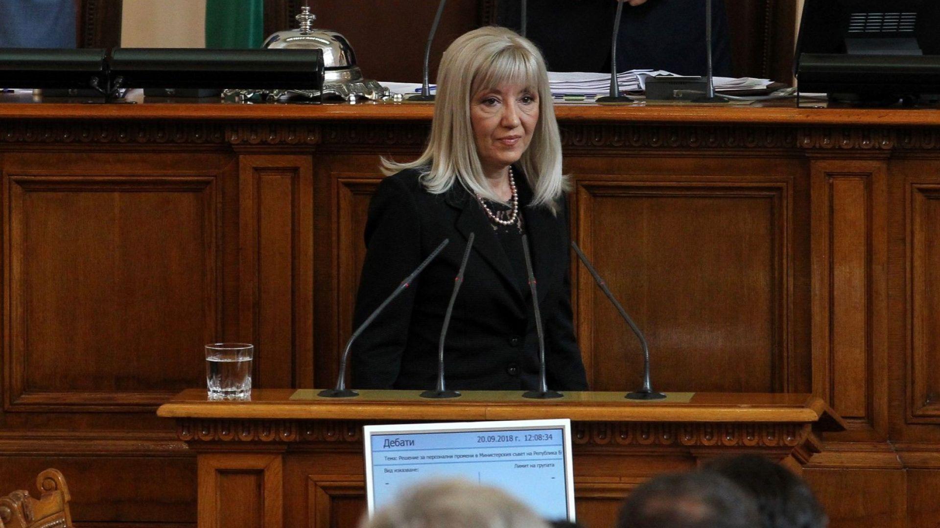 Новият министър на регионалното развитие и благоустройството Петя Аврамова, която
