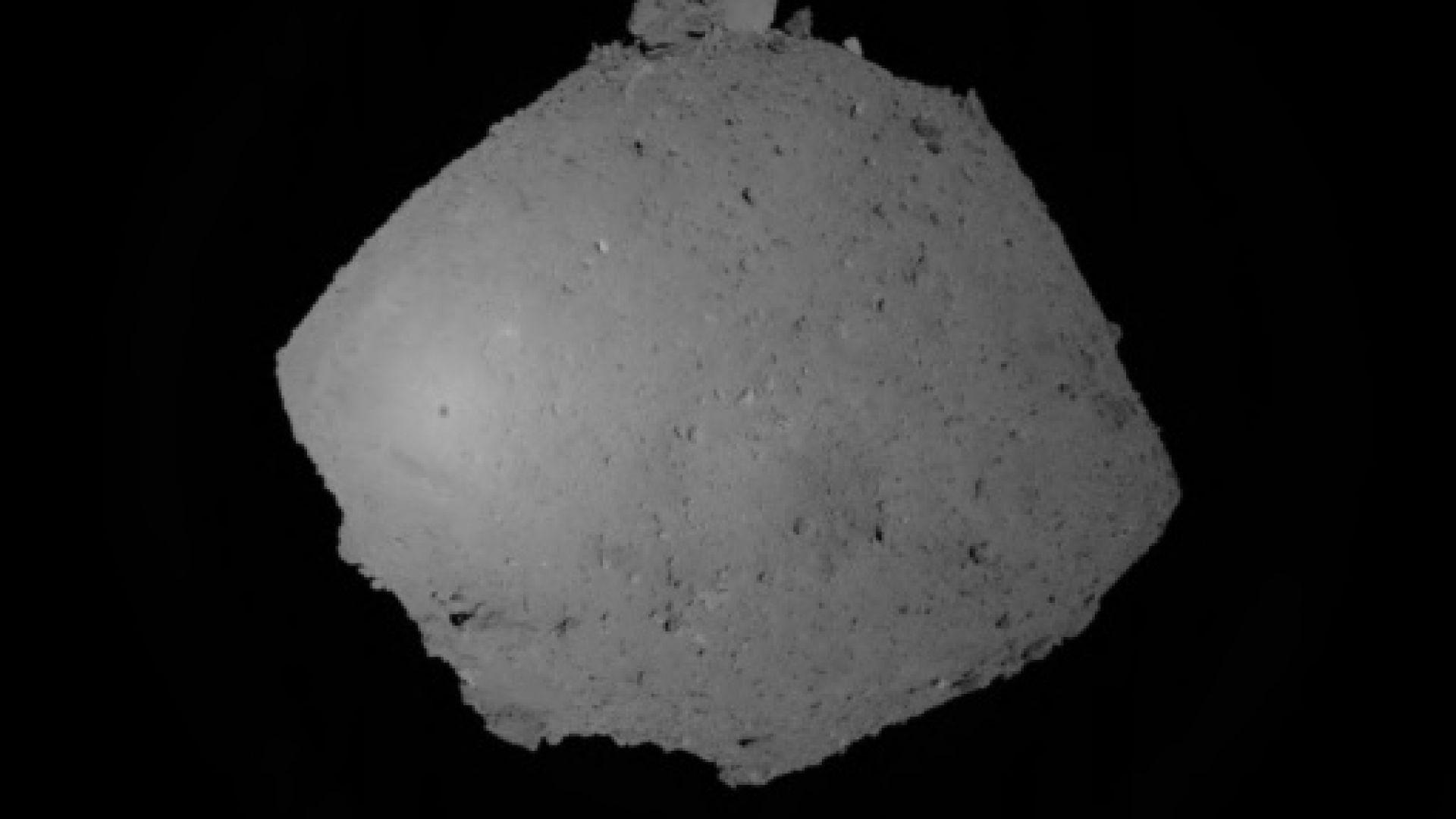 """""""Хаябуса 2"""" кацна на астероида Рюгу и взе проби от повърхността му"""