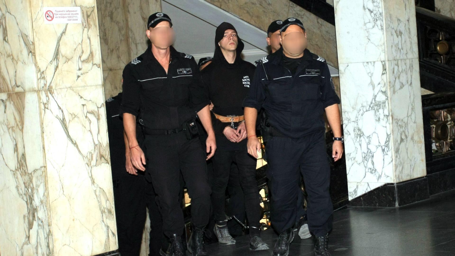 21-годишният Христо Бръзицов, който простреля в лицето полицай от столичното