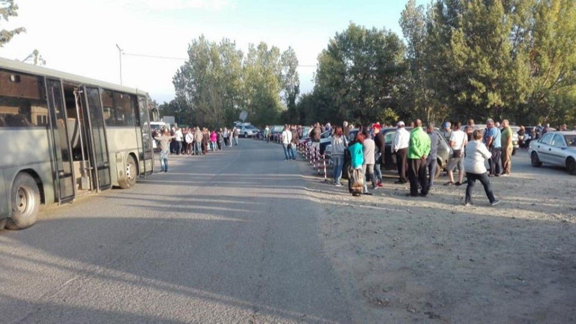 Стотици работници излязоха на протест пред заводите на Миню Стайков
