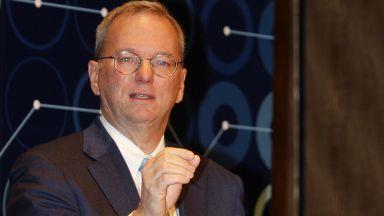 Бившият шеф на Google Ерик Шмид: Интернет ще се раздели на две