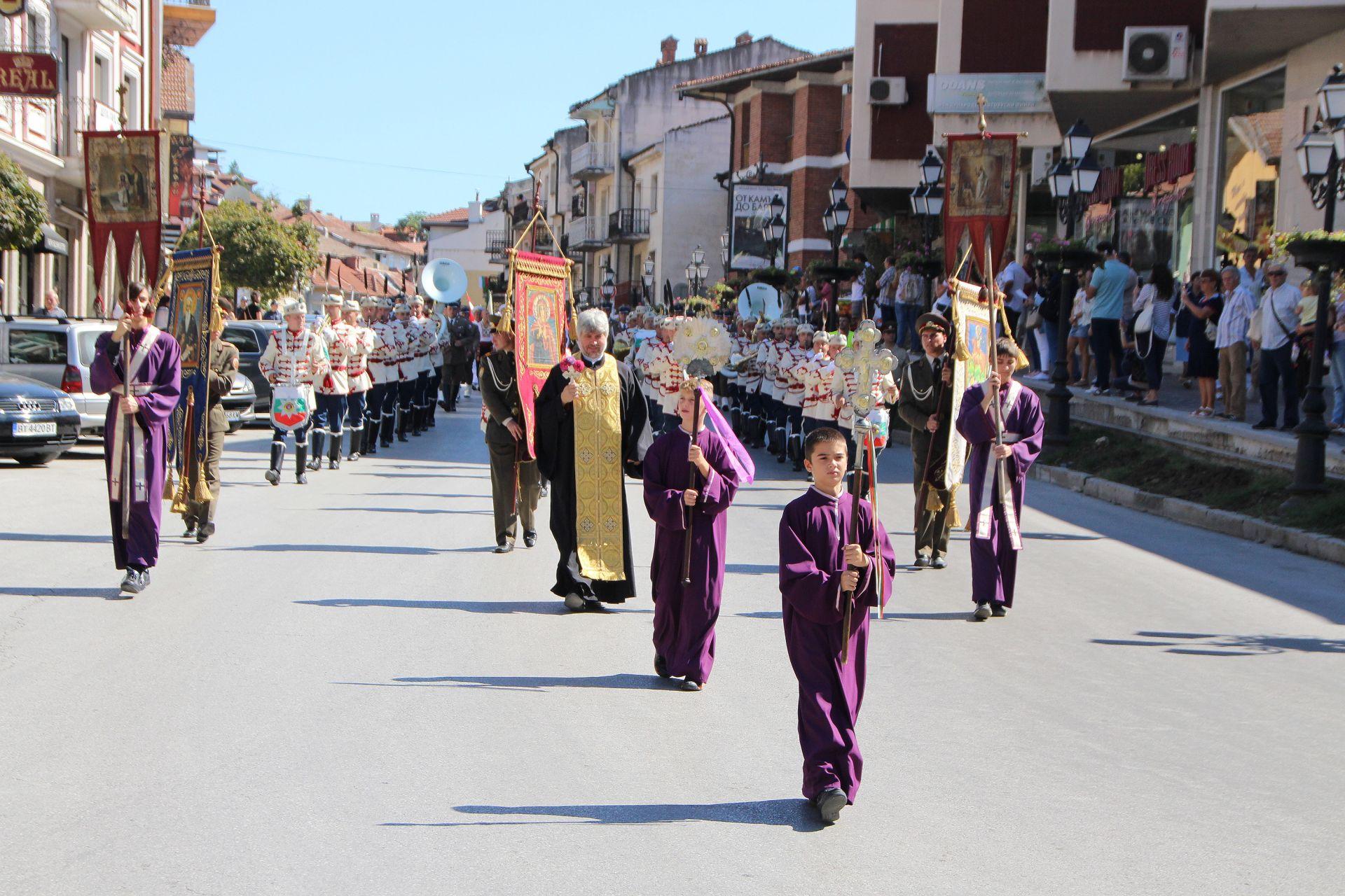 Шествие във Велико Търново за Деня на Независимоста