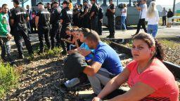 Работници на заводите на Миню Стайков блокираха жп линията Бургас-София