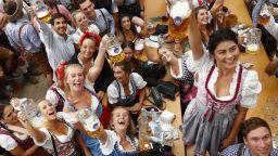 Откриха бирения фестивал Октоберфест (снимки и видео)